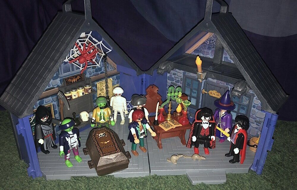 """PLAYMOBIL Releases """"Take Along Haunted House"""""""